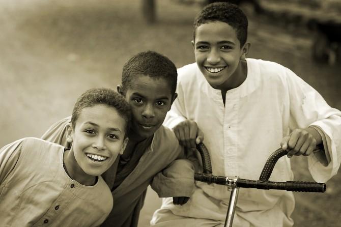 각 나라의 경제수준이나 복지 수준 등이 낮아도 유전자에 따라 느끼는 행복감과 고통이 다를 수 있다는 연구결과가 나왔다. - pixabay 제공
